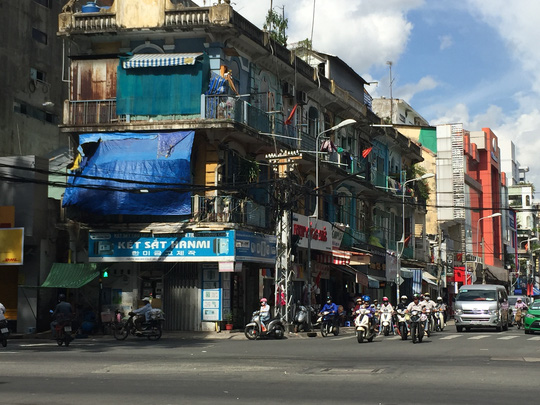 Chung cư 440 Trần Hưng Đạo (phường 11, quận 5, TP HCM) được cho là xuống cấp nghiêm trọng, có nguy cơ sập bất cứ lúc nào
