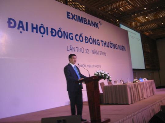 Ông Ngô Thanh Tùng, Thành viên HĐQT thông báo hoãn đại hội.