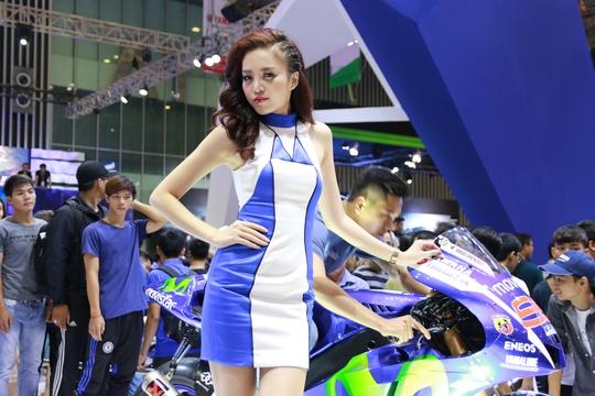 Mãn nhãn với xế độc và dàn hot girl tại Vietnam Motor Show