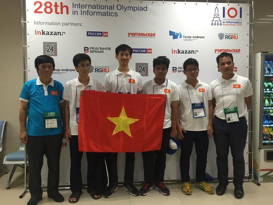 Cả bốn học sinh Việt Nam đều mang huy chương về cho Tổ quốc