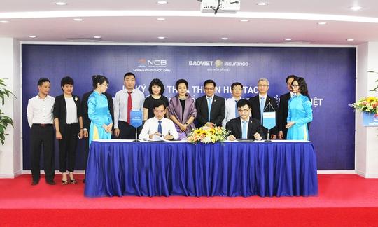 Đại diện NCB và Bảo hiểm Bảo Việt ký thỏa thuận hợp tác