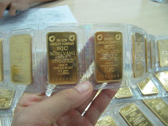 Giao dịch trên thị trường chủ yếu là vàng nhẫn và vàng trang sức, trong khi vàng miếng rất ít được chú ý.