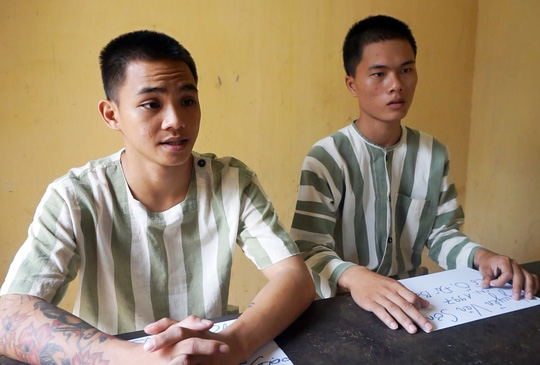 Hai đối tượng Phong (ảnh trái) và Sơn tại cơ quan điều tra