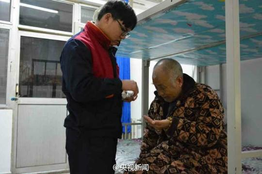 Trương đi làm thêm để kiếm thêm tiền trang trải chi phí sinh hoạt. Ảnh: SHANGHAIIST