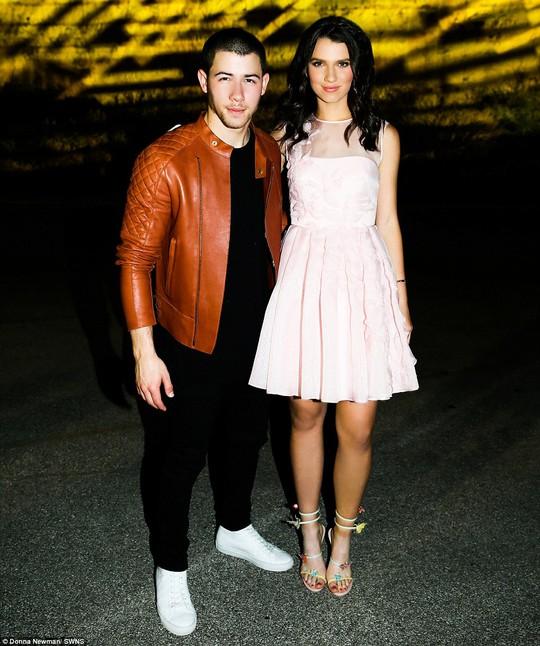 Bữa tiệc có sự tham dự của hai ngôi sao nổi tiếng là Nick Jonas