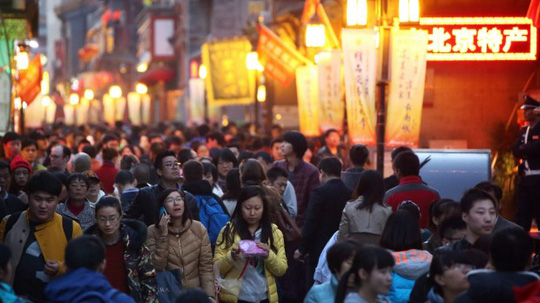 Doanh nghiệp Trung Quốc mất 83 ngày để thu hồi tiền bán hàng. Ảnh: BLOOMBERG