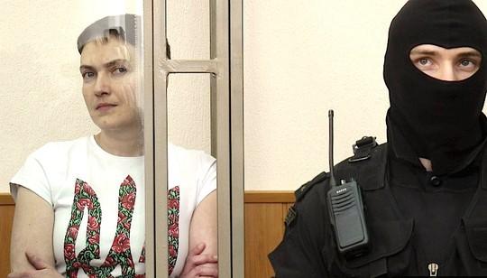 Nadyia Savchenko tại phiên xử ở Donetsk – Nga Ảnh: REUTERS