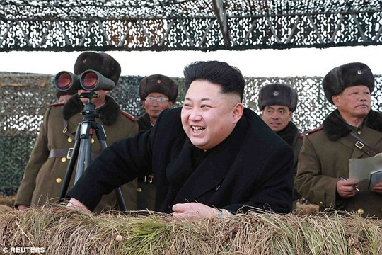 """Ông Kim Jong-un được cho là đã ra lệnh nam giới nước này để kiểu tóc """"tham vọng"""" giống mình. Ảnh: REUTERS"""