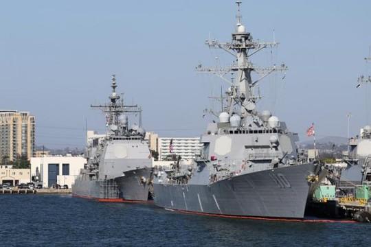 Tàu khu trục mang tên lửa dẫn đường U.S.S. William P. Lawrence neo tại California - Mỹ. Ảnh: REUTERS