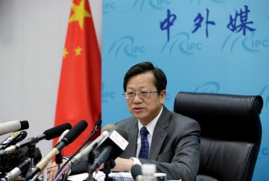 Ông Từ Hoằng - Vụ trưởng Vụ luật và hiệp ước của Bộ Ngoại Giao Trung Quốc - gặp gỡ báo chí ở Bắc Kinh ngày 12-5. Ảnh: REUTERS