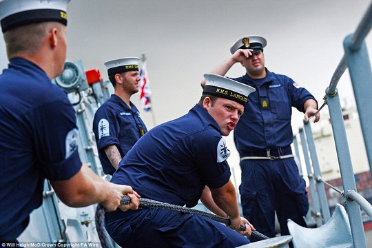 Binh lính trong một hoạt động thường nhật Ảnh: PA WIRE