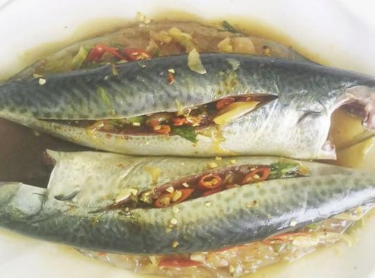 Bếp nhà chộn rộn mùa cá nục