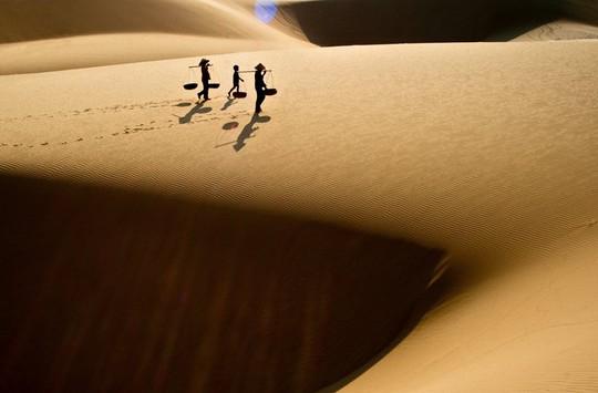 Đường về qua đồi cát