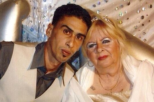 Những cặp đôi yêu mãnh liệt dù lệch hàng chục tuổi