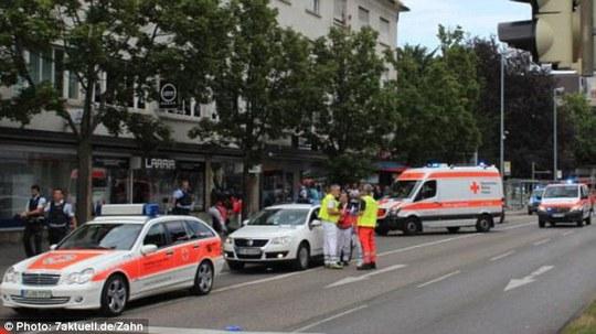 Hiện trường vụ tấn công ở TP Reutlingen Ảnh: DAILY MAIL