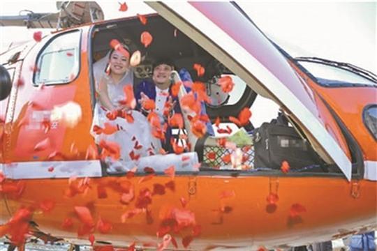 Đám cưới trên không phủ đầy hoa hồng của cặp đôi ở Liêu Ninh, Trung Quốc