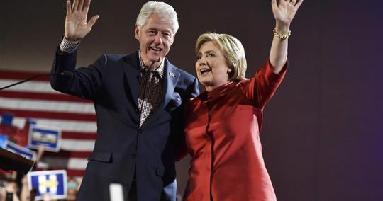 Vợ chồng cựu Ngoại trưởng Hillary Clinton Ảnh: CBS