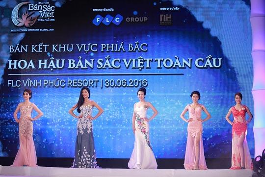 Thí sinh hoa hậu Bản sắc Việt toàn cầu nóng bỏng khoe sắc