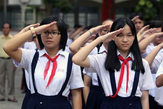 Học sinh Trường Lương Thế Vinh làm lễ chào cờ