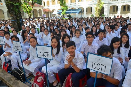 Học sinh Trường THPT chuyên Lê Hồng Phong trong ngày khai giảng