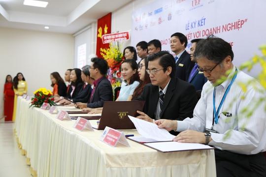 25 doanh nghiệp hợp tác toàn diện với Trường ĐH Kinh tế Tài chính TP HCM
