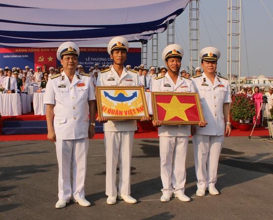 Tàu buồm hiện đại bậc nhất thế giới kiêu hãnh thượng cờ