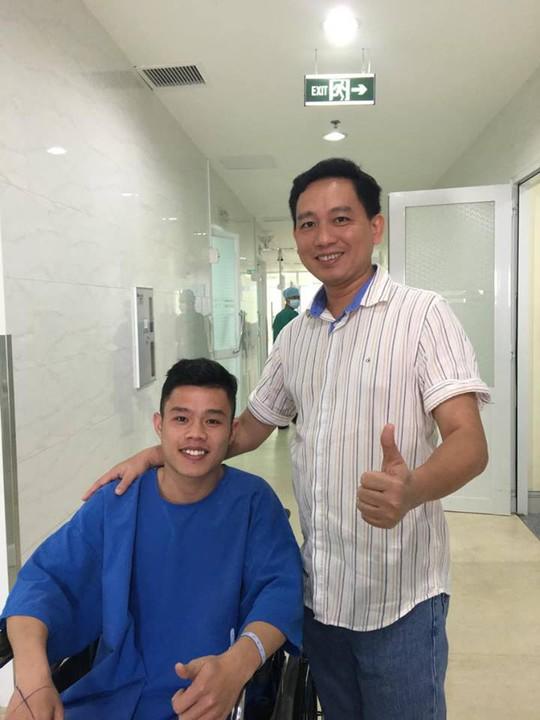 Ca phẫu thuật thành công giúp Quang Hưng có thể trở lại sân cỏ.