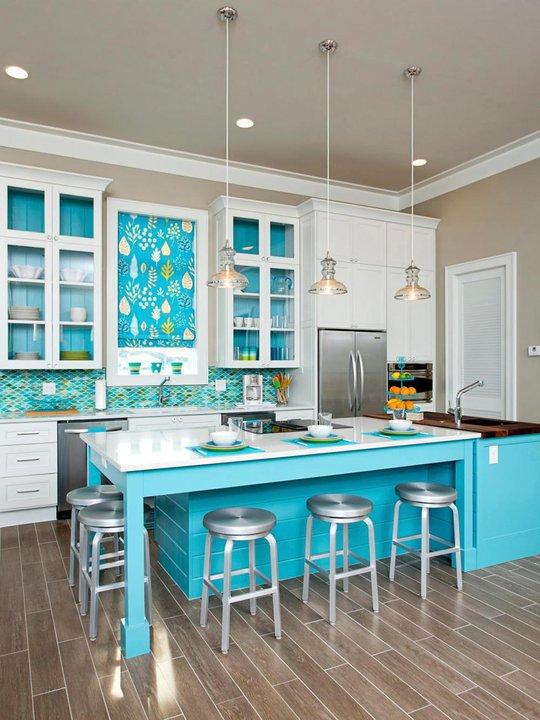 Màu xanh nước biển và màu đỏ cần hạn chế chọn lựa cho phòng bếp.