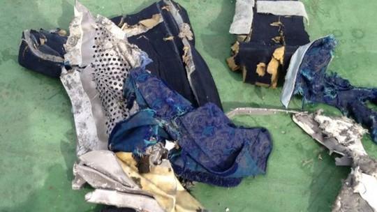 Ảnh do quân đội Ai Cập công bố về một số vật tìm thấy trong cuộc tìm kiếm MS804