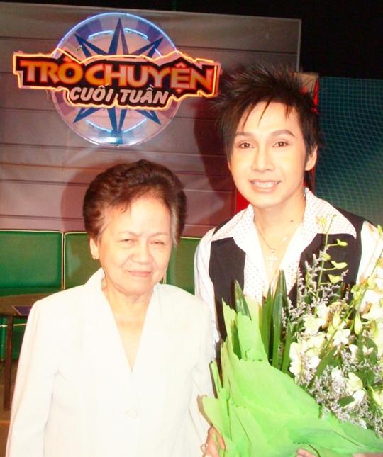 NSƯT Vũ Luân và mẹ trong chương trình Trò chuyện cuối tuần của HTV