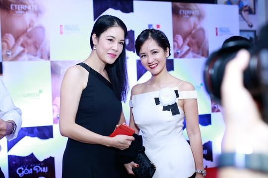 Ca sĩ Thu Phương và chị Bống Hồng Nhung đến xem phim