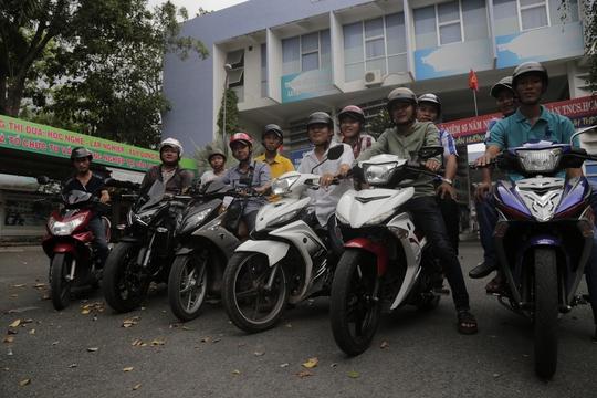 Đội Phòng chống tội phạm phường Phú Hòa. Anh Trực lái chiếc xe thứ 3 từ trái sang