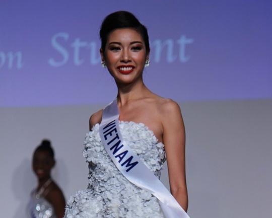 Thúy Vân của Việt Nam tại cuộc thi Hoa hậu Quốc tế 2015