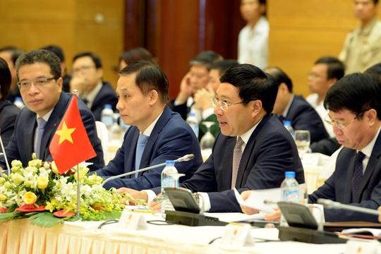 Phó Thủ tướng Chính phủ Phạm Bình Minh phát biểu tại phiên họp