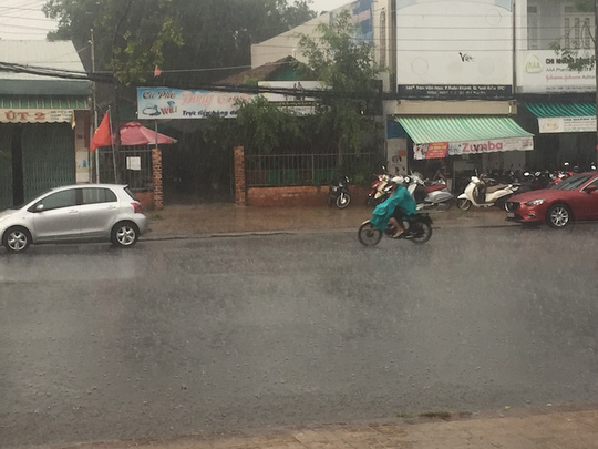 Mưa lớn tại trung tâm quận Ninh Kiều