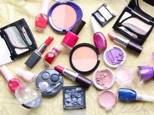Để đánh giá các sản phẩm làm đẹp, người sử dụng phải chú ý đến mọi thành phần.