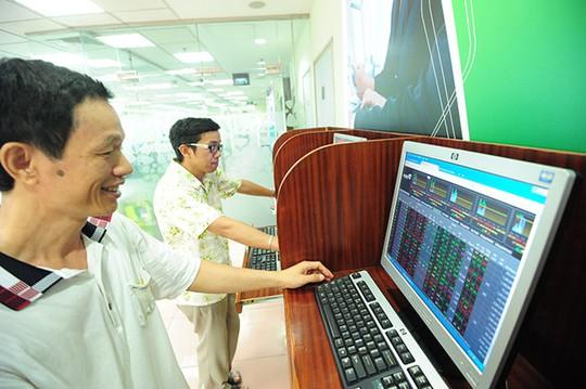 Dòng tiền ồ ạt chảy mạnh vào thị trường giúp các chỉ số tiếp tục nới rộng đà tăng điểm.