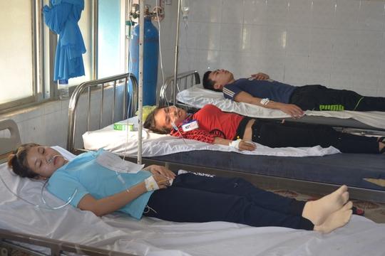 Các công nhân đang điều trị tại Bệnh viện Đa khoa huyện Chơn Thành