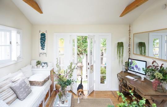 """Tôi thích màu xanh của cây và màu trắng tinh khôi vì vậy 2 màu này sẽ là chủ đạo xuất hiện trong căn nhà"""", cô cho biết."""
