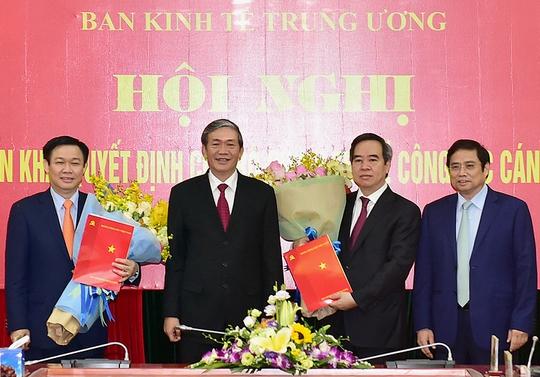 Nguyen Thống đốc Nguyễn Văn Binh Lam Trưởng Ban Kinh Tế Bao Người Lao động