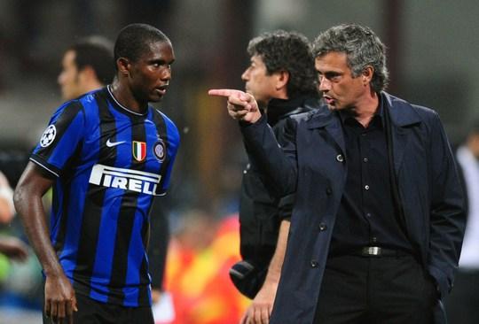 Mourinho chỉ đạo học trò cưng Etoo