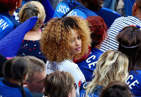 Bạn gái Coman lo lắng khi tuyển Pháp bị CH Ireland dẫn trước từ rất sớm