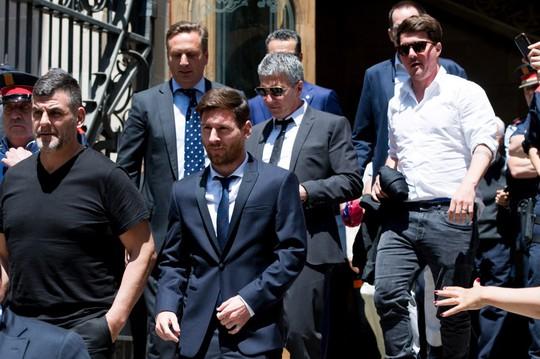 Messi bị phạt 21 tháng tù vì trốn thuế hôm 6-7