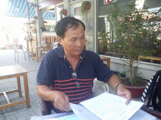 Ông Nguyễn Văn Tấn trình bày với phóng viên
