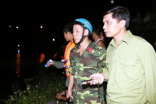 Phó Chủ tịch UBND tỉnh Quảng Ninh Nguyễn Văn Diện trực tiếp chỉ huy hoạt động tìm kiếm, cứu nạn tại hiện trường