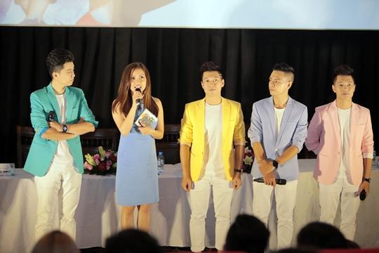 Ca sĩ Nguyễn Ngọc Anh chúc mừng nhóm Oplus