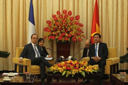 Tổng thống Pháp Francois Hollande và Bí thư Thành ủy TP HCM Đinh La Thăng tại buổi tiếp