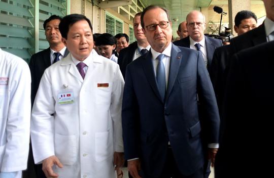 Tổng thống Pháp thăm Viện Tim TP HCM