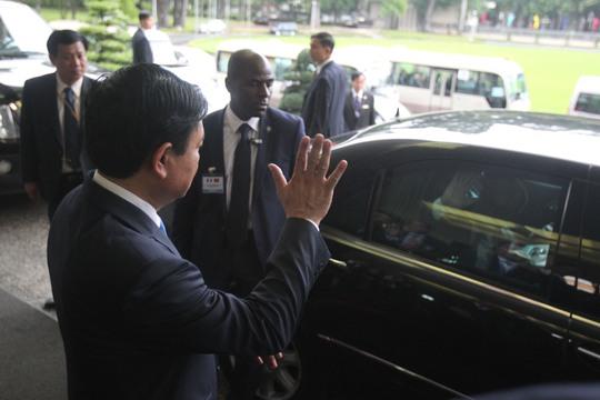 Ông Hollande lên đường rời TP HCM