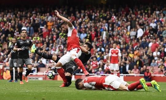 Arsenal gặp quá nhiều vất vả trước đội khách Southampton chỉ vì ý đồ xoay tua đội hình